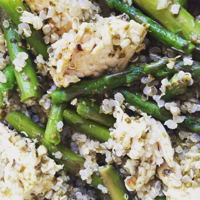 close up of Chicken Pesto Quinoa bowl