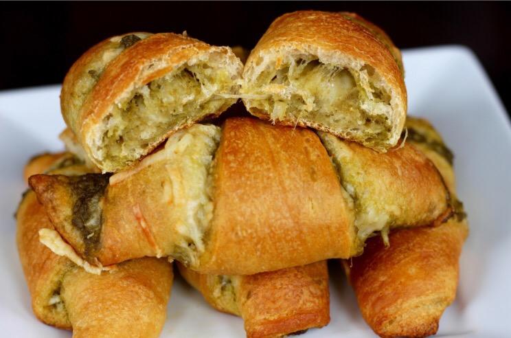 Pesto crescent rolls